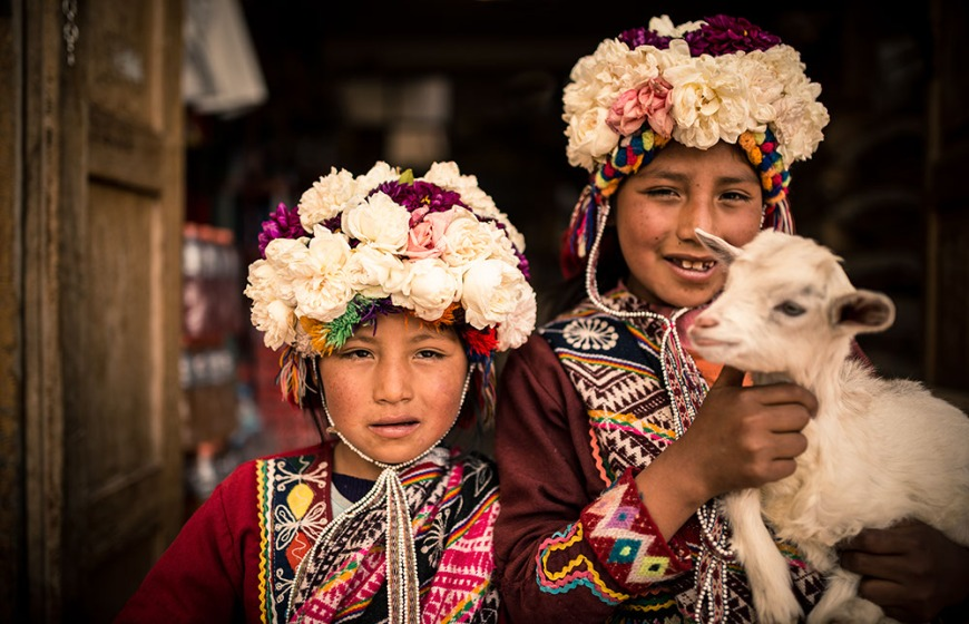 Young girls in traditional dress, Pisac Textiles Market, Sacred Valley, Peru