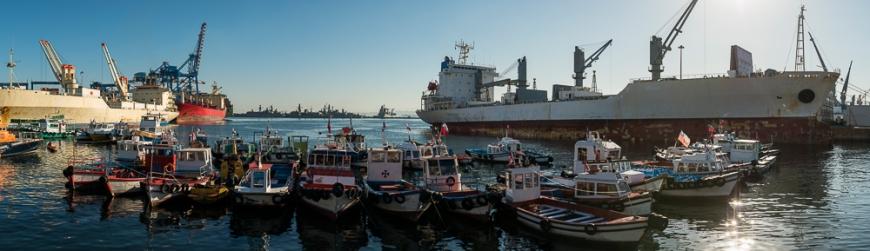 Port at dawn, Bahía de Valparaíso, Valparaíso, Central Coast, Chile