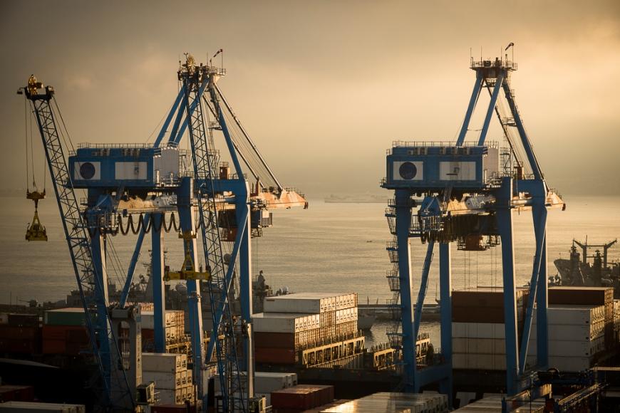 View of city and ports at dawn from Paseo 21 de Mayo, Cerro Playa Ancha, Valparaíso, Central Coast, Chile