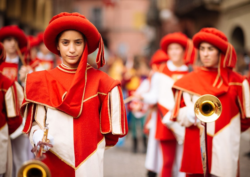 Children in Medieval costume parading through the streets of Asti