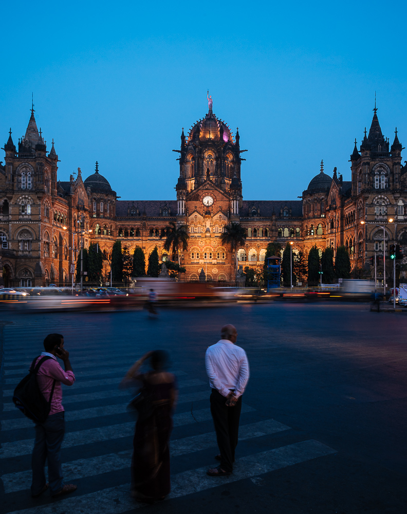Mumbai Chatrapati Shivaji Terminus (Victoria Terminus) at evening rush hour, Mumbai, India