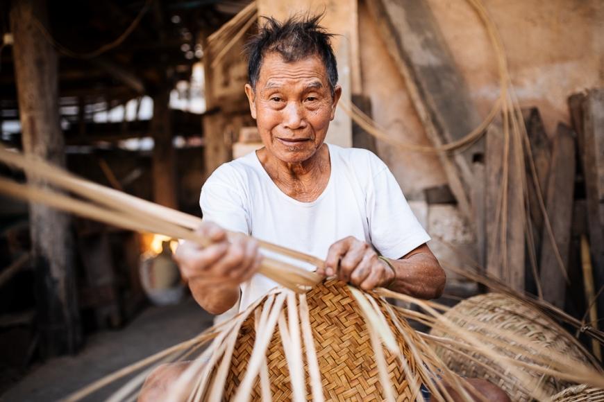 Man weaving Bamboo basket, Hsipaw, Shan State, Myanmar, Asia