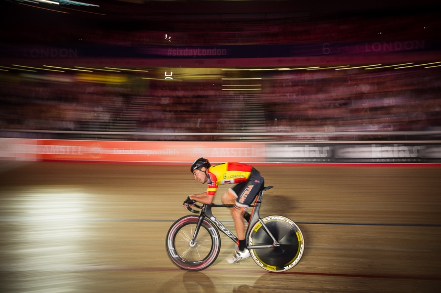 Solo cyclist, Six Day London, The Velodrome, October 2017 Nikon D4 with Nikon 14-24mm Lens at 24mm. Exposure: 1/30th at f/5.6 and ISO 800
