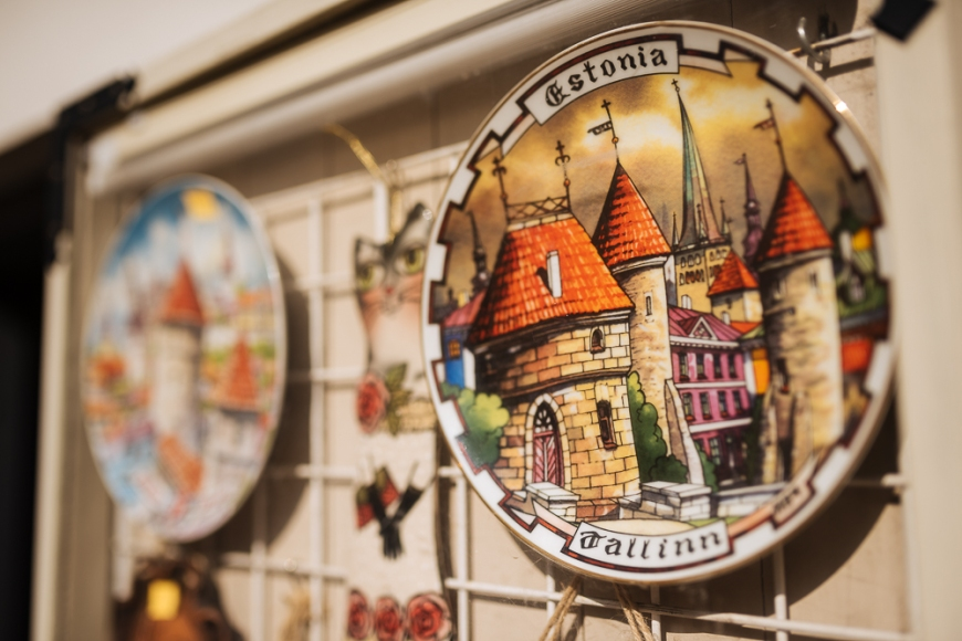 Souvenir plate for sale, Old Town, Tallinn, Estonia, Europe