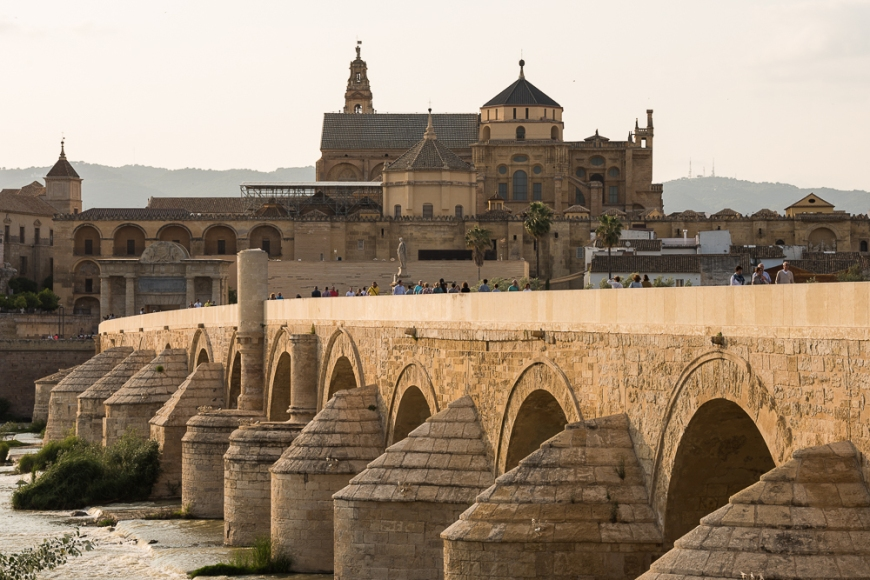 The Cathedral and former Great Mosque of Córdoba (Mezquita de Córdoba) and Roman Bridge (Puente Romano) over the Guadalquivir River, Cordoba, Andalucia, Spain