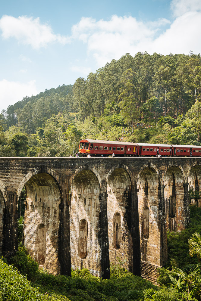 Train crossing Nine Arch Bridge, Ella, Uva Province, Sri Lanka, Asia