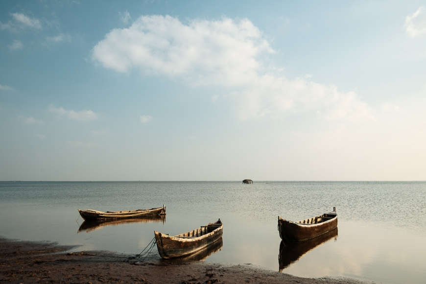 Canoes moored by shore, Island of Kayts, Northern Province, Sri Lanka, Asia